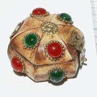 Caja con piedras